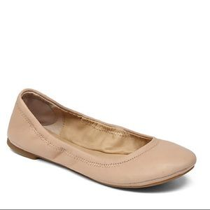 Lucky Brand tan flats in womens size 9